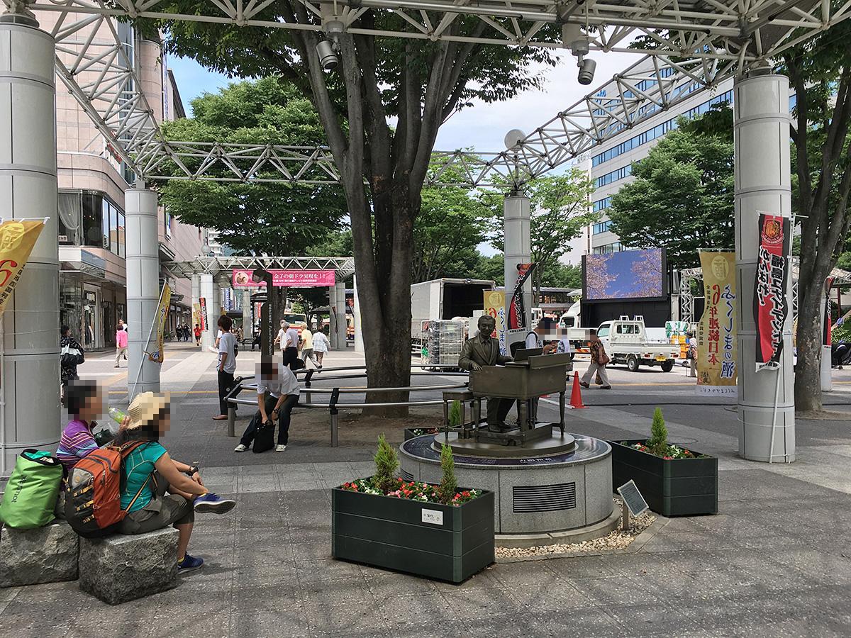 福島駅前 古関裕而像